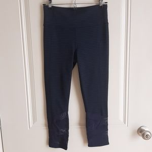 Athleta Navy Mesh Jacquard Mantra Capri Size Small